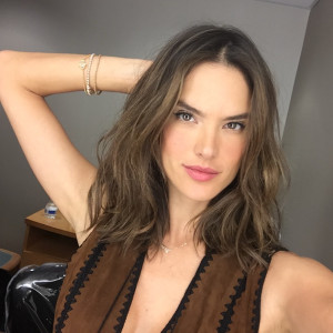 alessandra-ambrosio-new-haircut-sexiest-lob