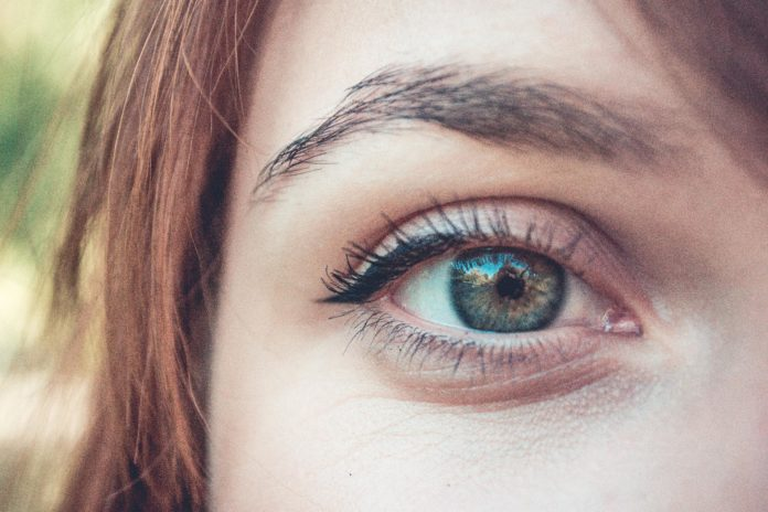 Top 6 Mistakes People Make When Using Contact Lens